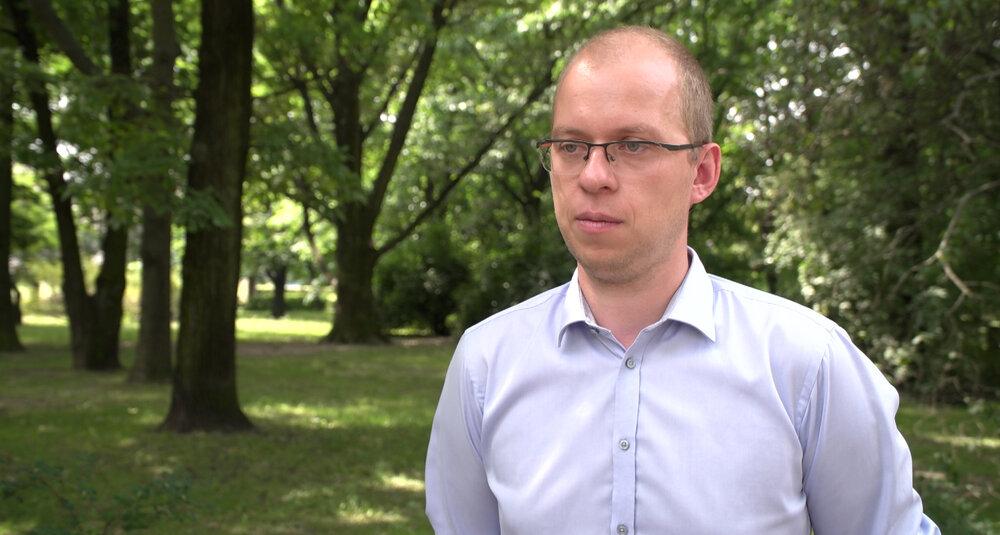 Wojciech Klicki, prawnik z Fundacji Panoptykon: Możliwości weryfikowania, kto jest bądź nie jest zaszczepiony przeciw Covid-19, z perspektywy pracodawcy czy usługodawcy są bardzo ograniczone.