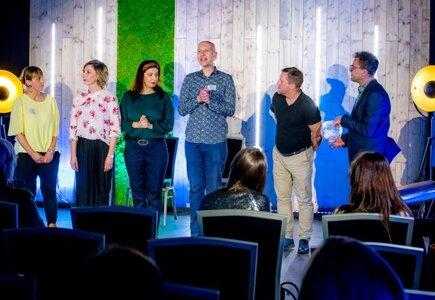 Przedstawienie przygotowane przez grupę aktorów – improwizatorów, którzy spontanicznie tworzą na oczach widzów wymyśloną rzeczywistość, wzbudziło wiele emocji