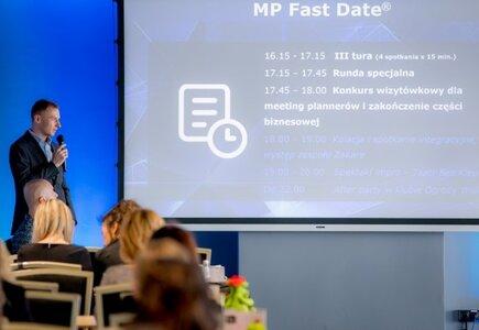 Zasady MP Fast Date wyjaśnia Piotr Piasecki, MeetingPlanner.pl. Prezentacje i grafiki na wydarzenie przygotowała Outframe.