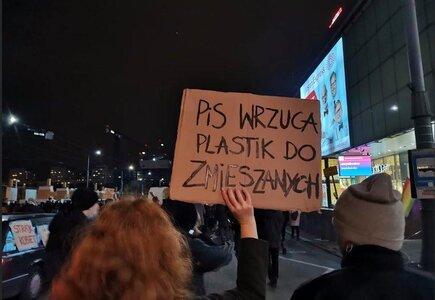 Strajk kobiet - walka zmusza do kreacji fot. FB Ewa Weydmann