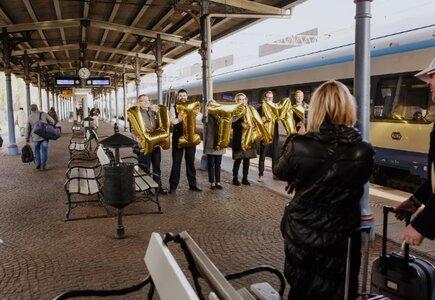 Powitanie przez zespół Sheraton Sopot Hotel na peronie kolejowym